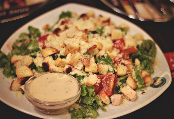 dish-salad-chicken-tomatoes-food-sauce-table-1680x1050