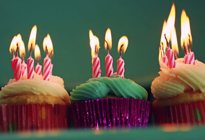 muffins-colorful-birthday-candles-1920x1200