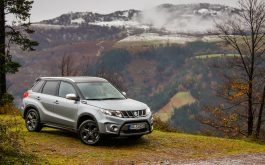 suzuki_vitara_side_view_mountains-1920x1080