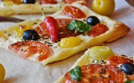 pizza_vegetables_olives_peppers_cheese-1920x1080