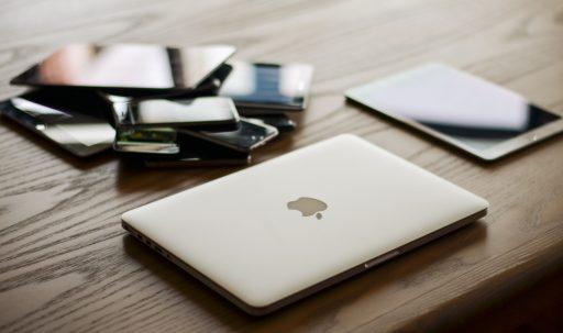 apple_macbook_ipad_smartphone-1920x1080