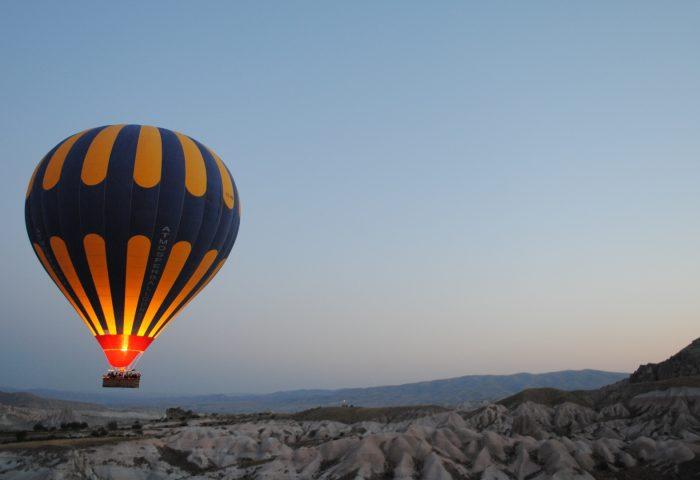 balloon_night_hill-1920x1080