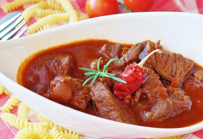 goulash_meat_beef_sauce_pasta-1920x1080