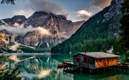 italy_mountain_lake_building_mountain_landscape-1920x1080