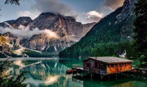italy_mountain_lake_building_mountain_landscape-1920x1080