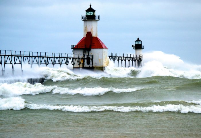 pier_lighthouse_sea_waves_surf-1920x1080