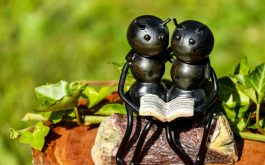 ants_insects_sculpture_bench_couple_book-1920x1080