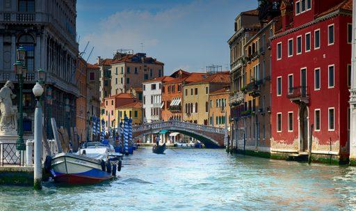 italy_venice_gondolas_river-1920x1080