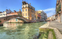 italy_venice_river_bridge_houses-1920x1080