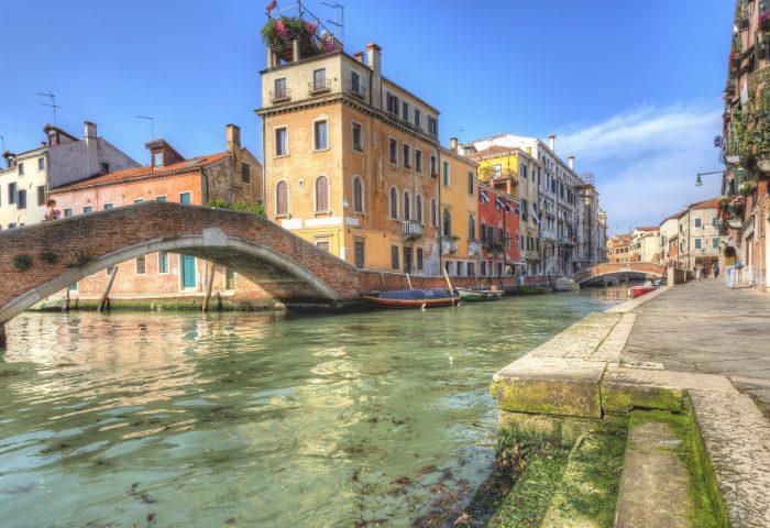 italy_venice_river_bridge_houses-1920x1080