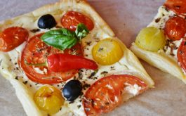 pizza_tomatoes_olives_peppers_pastries-1920x1080