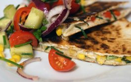 quesadilla_mexican_food_corn_bread_tomatoes_onions_corn_grass-1920x1080