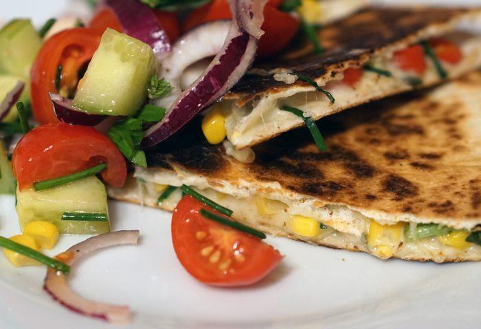 quesadilla_mexican_food_corn_bread_tomatoes_onions_corn_grass-1920x1080