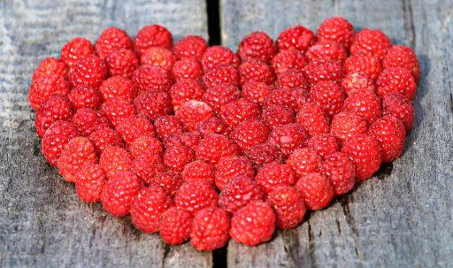raspberry_berry_heart_wooden_surface-1920x1080